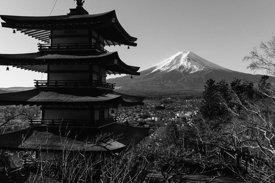 富士山 忠霊塔 ACROS モノクロ