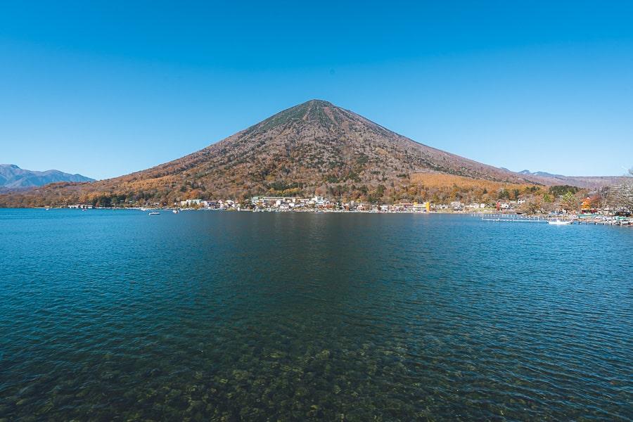 中禅寺湖 男体山